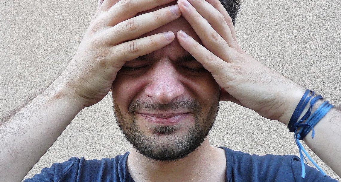 7 דברים שגורמים לנו בפירוש כאבי ראש ואנו ממשיכים לעשות אותם